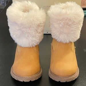 Size 4 Oshkosh boots with fur